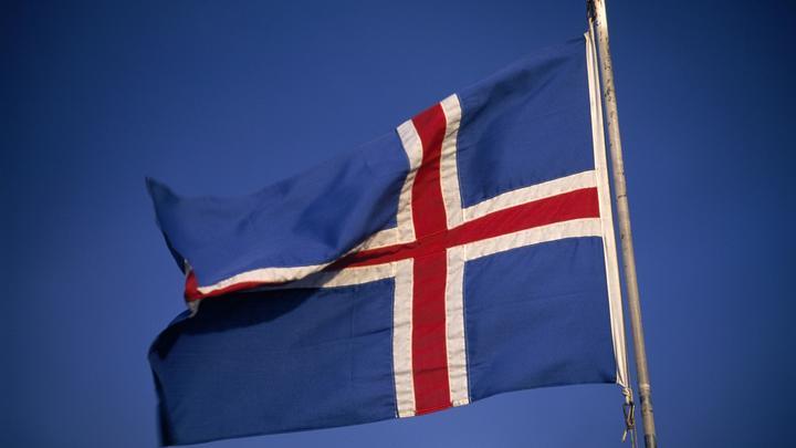 Возвращаемся к комфортной жизни: С исландцев сняли маски и разрешили обниматься