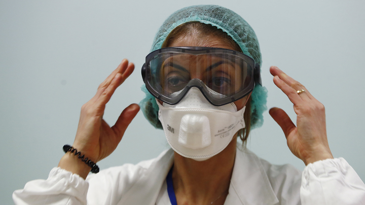Вылечили, но случайно? В Китае выписали домой первую пациентку, которая перенесла коронавирус
