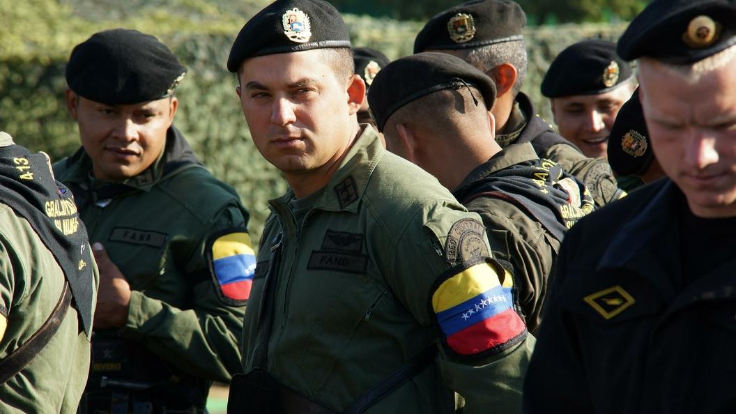 Неизвестные напали напосольство Испании вВенесуэле