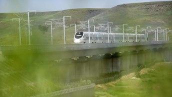 Грузовой поезд сошел с рельсов в США: Есть пострадавшие