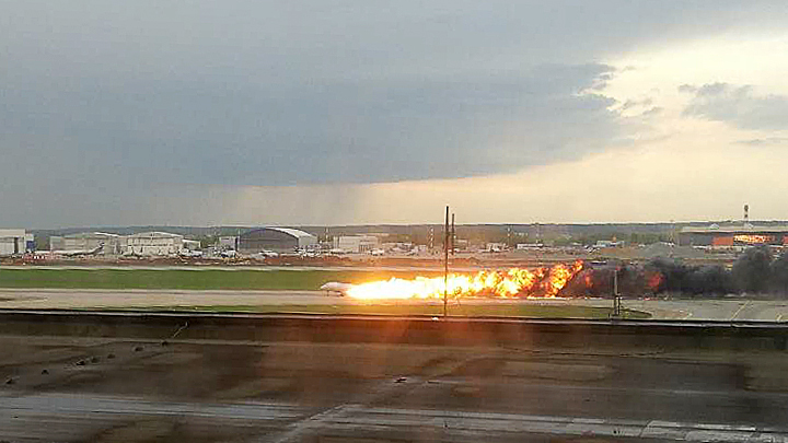 Молния или неисправность двигателя: Что стало причиной трагедии с Superjet 100