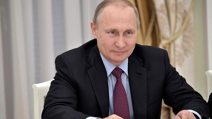 В Хабаровске составили портрет Путина из автомобилей - видео