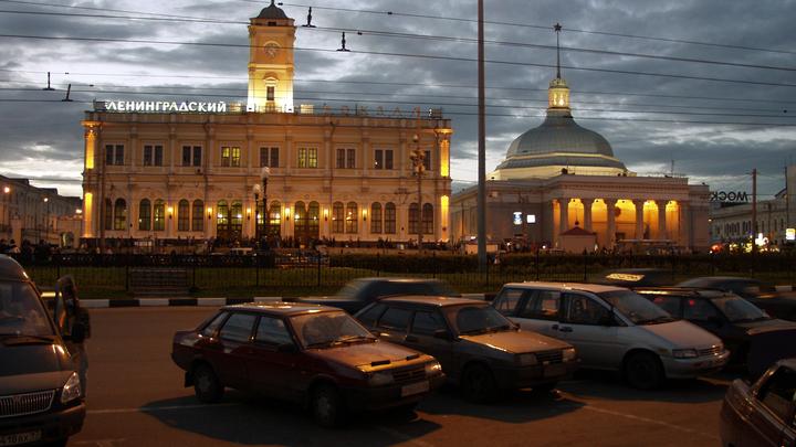 Курс на восток: Ленинградский вокзал в Москве получил указатели на китайском