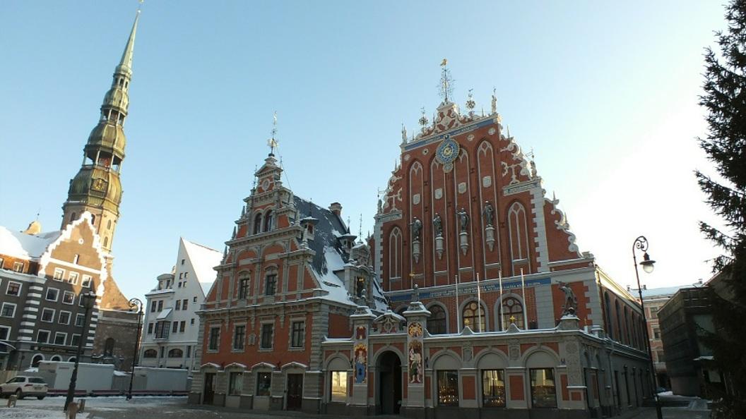 Посольство Латвии в столице России закончит выдавать визы через турфирмы