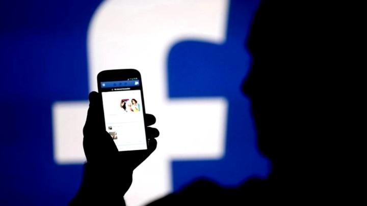 Этот поезд в огне: Facebook приобрел статус главного мирового шпиона с кучей дыр