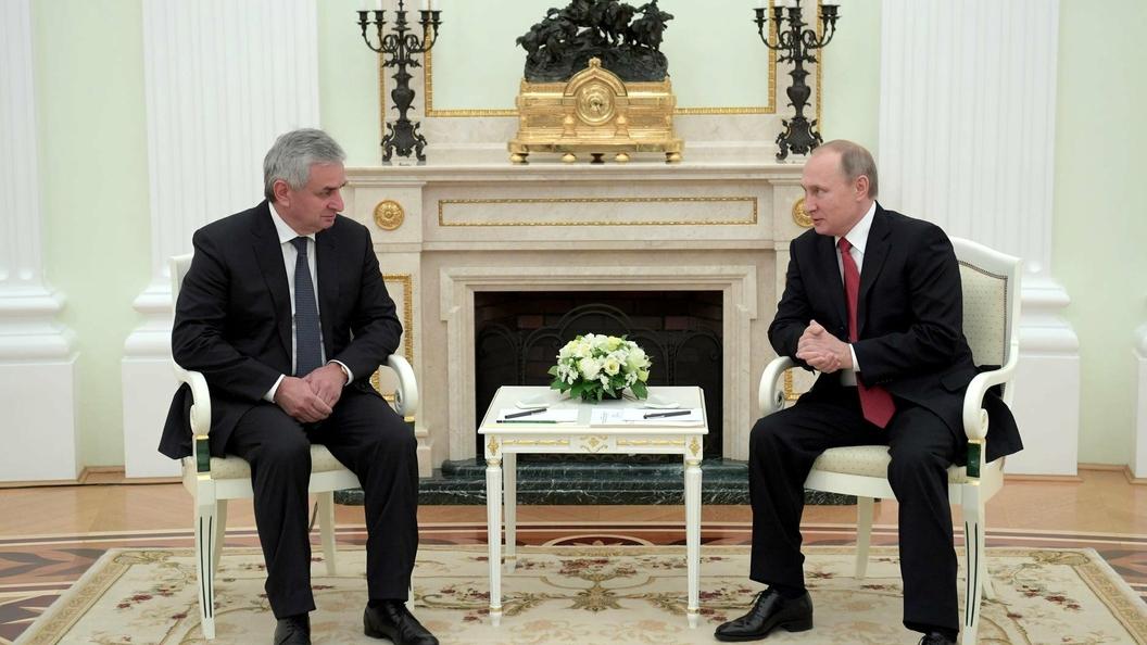 Визит Путина в Абхазию заставил созвониться Порошенко и Маргвелашвили