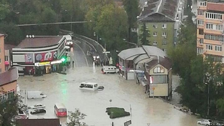 Запрет инспектора ДПС спас десятки малышей детсада в Туапсе от наводнения