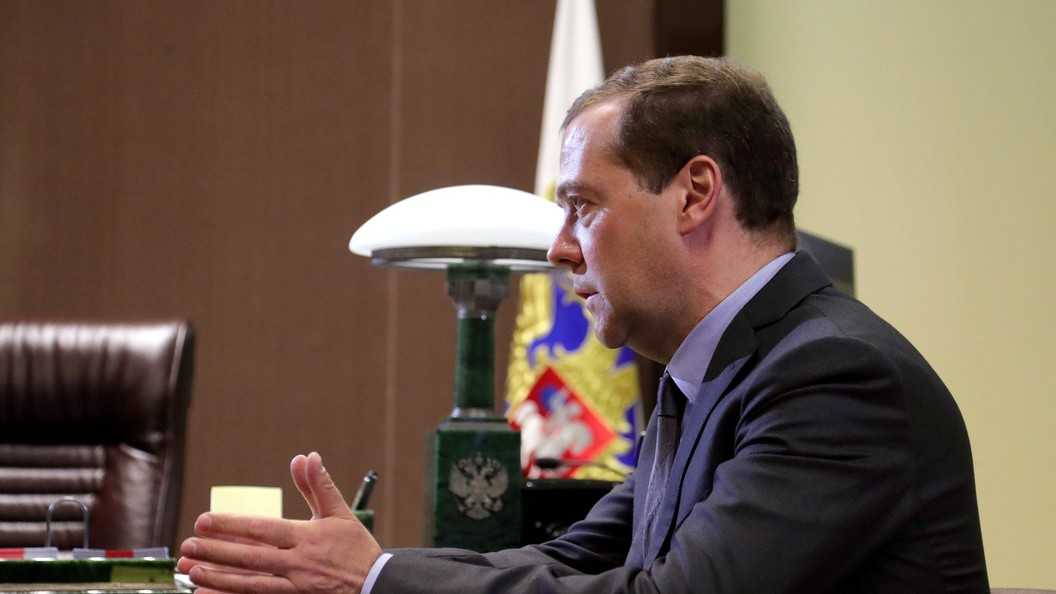 Медведев рассказал о небеспредельном авторынке в России
