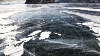 Сто метров подо льдом: русский фридайвер покорил зимний Байкал и попал в книгу рекордов