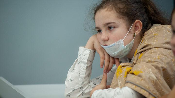 В Петербурге не хотели переводить на «дистанционку» класс с восемью больными учениками