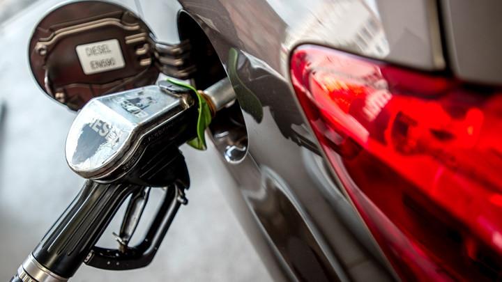 Насколько и почему в России выросли цены на бензин