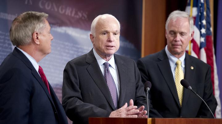 Маккейн призвал США остаться в Афганистане надолго