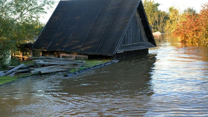Подтопленные в Приморье дома высушат тепловыми пушками