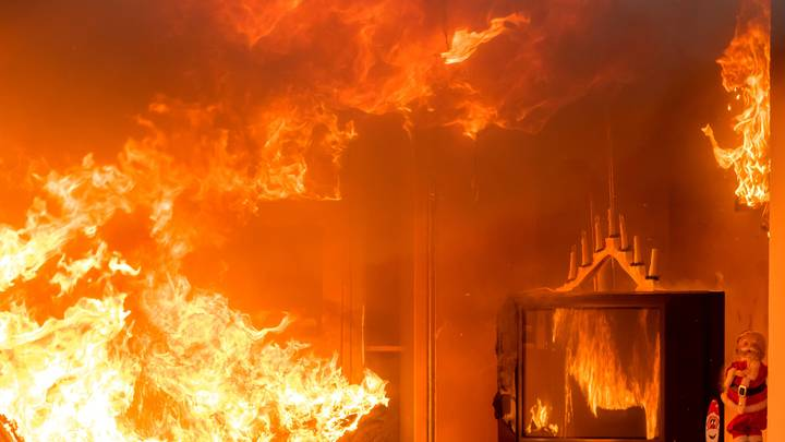 Облила горючим и ушла: В Забайкалье женщина приговорила маленьких детей к смерти в огне