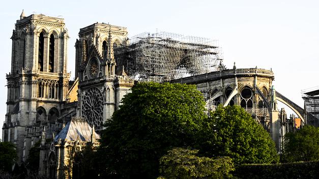Церковь в Кондопоге против Нотр-Дама: Не пора ли любить родные пепелища?