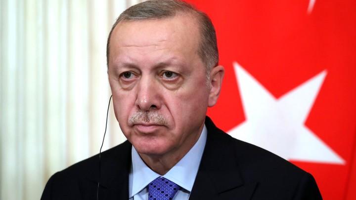 Эрдоган оставил турок без Нового года. В праздники запретили выходить на улицу