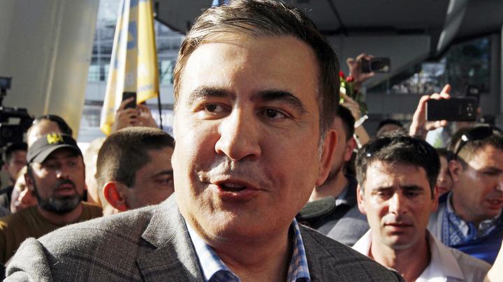 Саакашвили повторил трюк Зеленского в фонтане, издав странный звук - видео