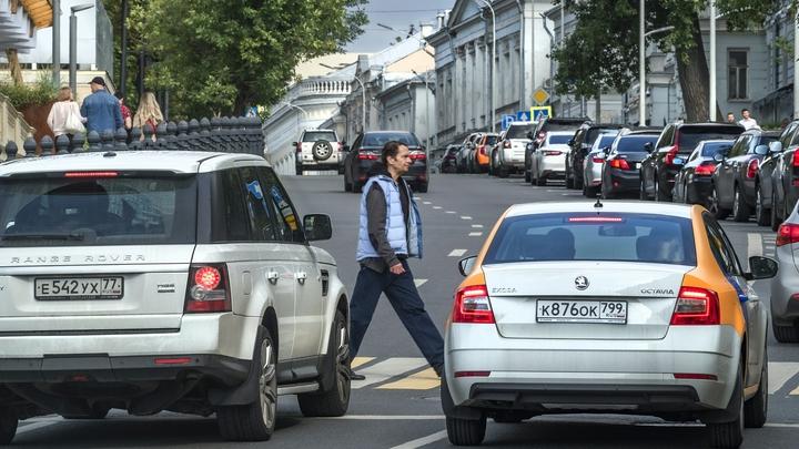 На запчасти: Самыми угоняемыми автомобилями в России оказались бюджетные