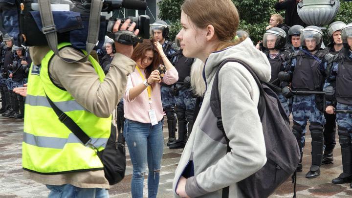 Хроники девичьего протеста: Прогулка по Москве лишилась мужского плеча