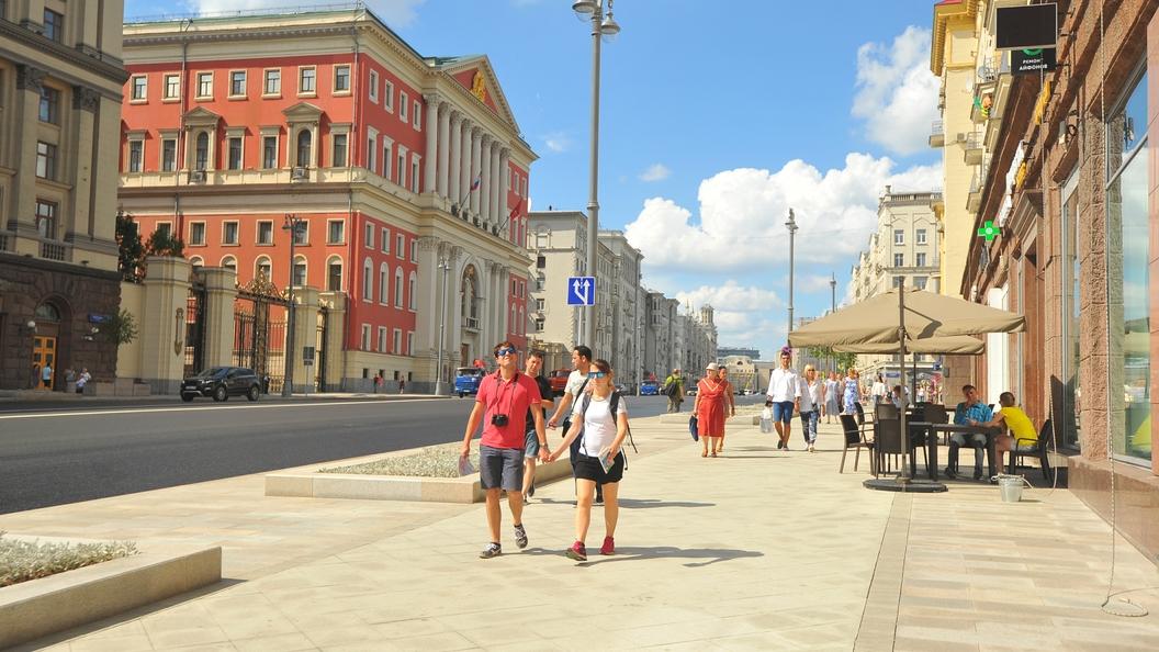 Жители России недовольны экономикой и социальной политикой - опрос