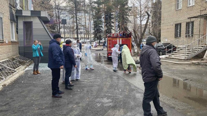 Из горбольницы N 2 в Челябинске, где прогремел взрыв, эвакуируют пациентов