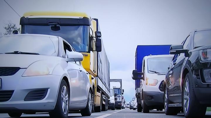 Запишут в разряд шикующих: Автовладельцев изумили налогом на машины дешевле 3 млн рублей
