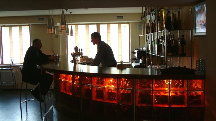 Сила ночных рейдов: в Петербурге опечатали четыре бара, на посетителей завели протоколы