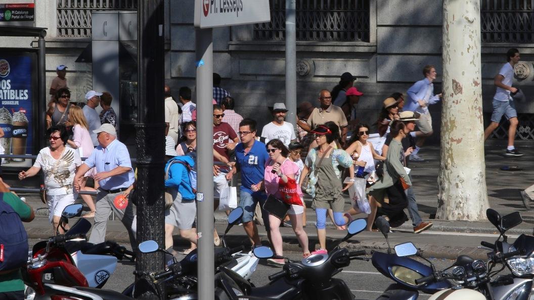 Причастные к наезду на пешеходов в Барселоне могли скрыться на другом авто - СМИ