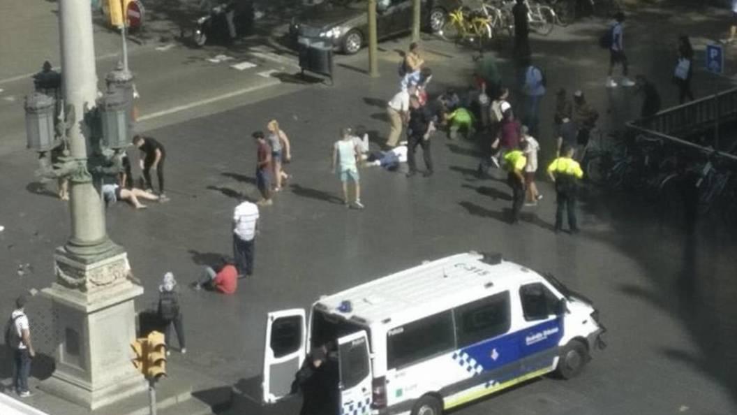 Власти Барселоны переселят туристов из района, где произошел теракт