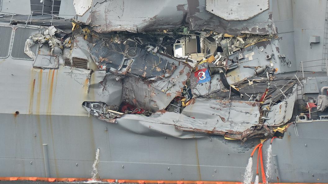 Уволен командир эсминца США, протаранившего грузовое судно