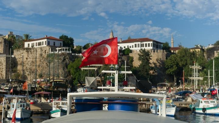 В Турции перевернулся автобус с иностранными туристами