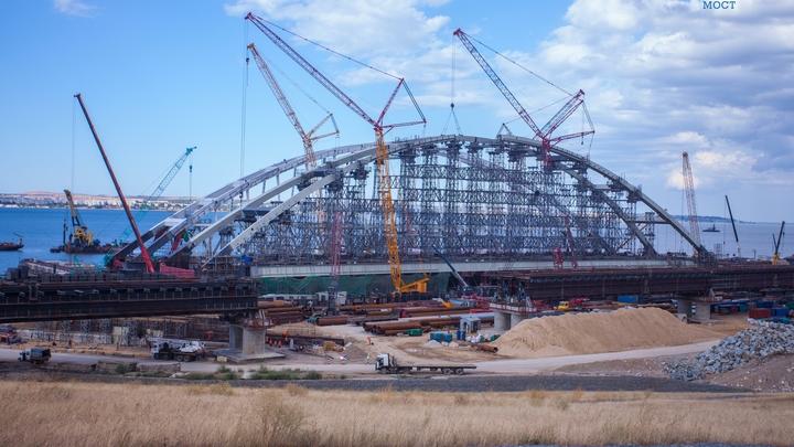 Подъем арки Крымского моста стал ключевым событием 2017 года - строители