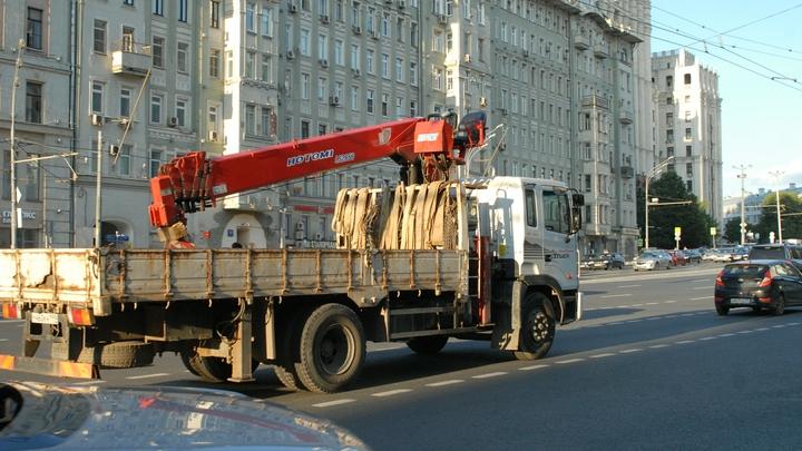 Грузовик протаранил пешеходов в центре Москвы