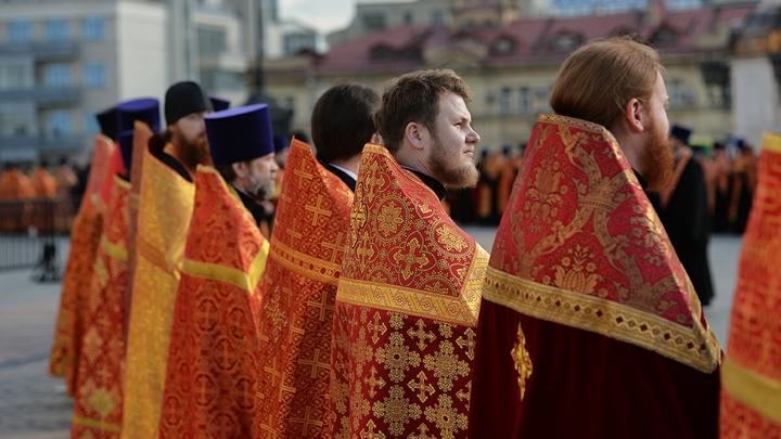 Чудотворную Донскую икону Божией Матери принесли в Донской монастырь на престольный праздник