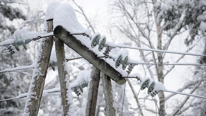 Жители Анапы остались без света из-за сильного снегопада