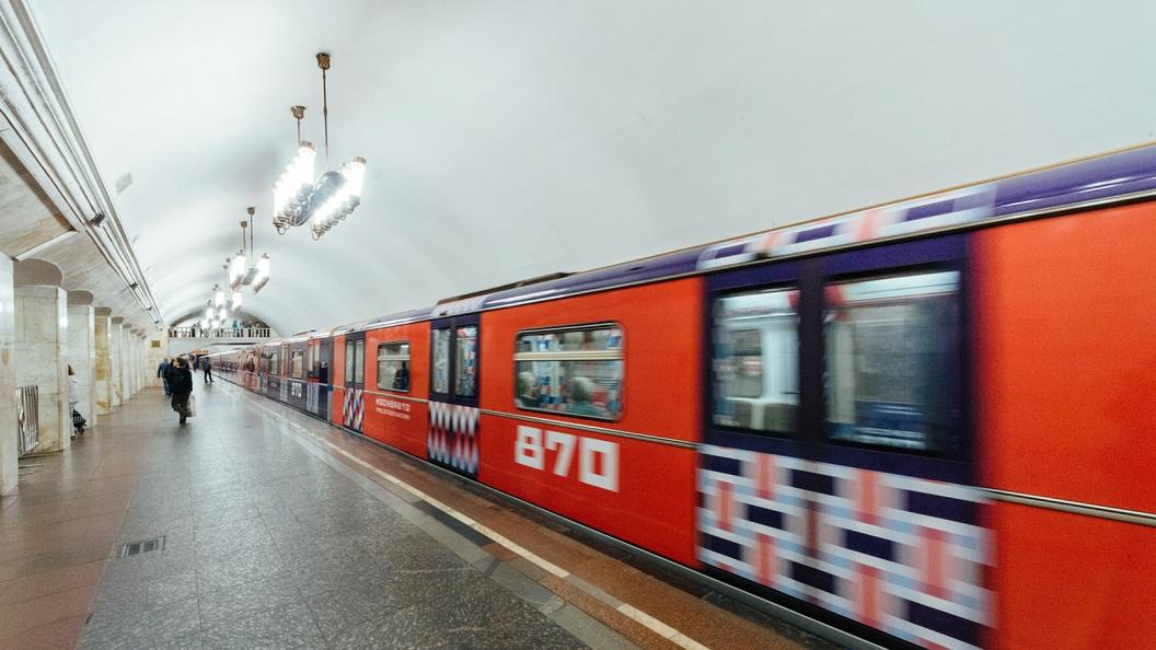 Первоклассница дала первый школьный звонок в московском метро