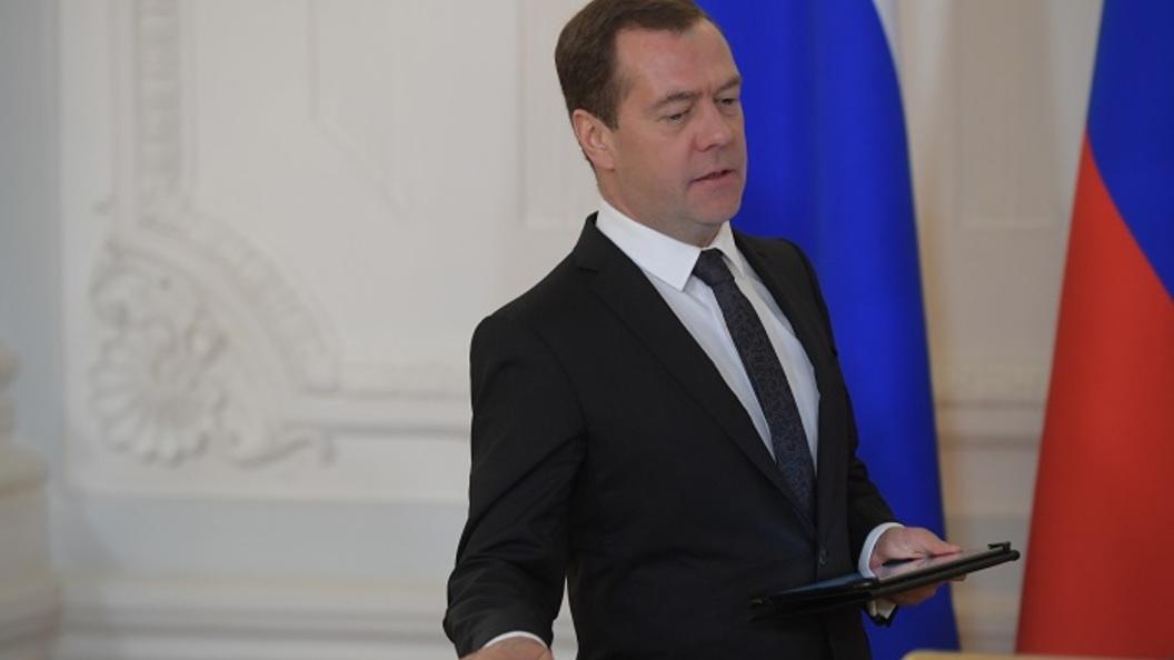 Денег нет, но ремонт нужен: Медведев призвал региональные власти заняться капремонтом школ
