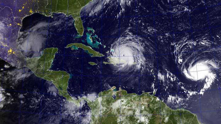 Подходящий к берегам США ураган Хосе усилился до третьей категории