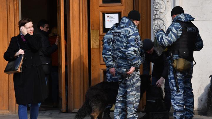 В московском метро мужчина напал на пассажира с ножом