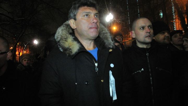 Либеральные СМИ удивились законному демонтажу мемориальной таблички на доме Немцова
