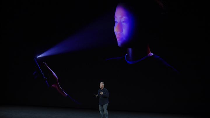 В соцсетях от души посмеялись над презентацией iPhone 8 и iPhone X