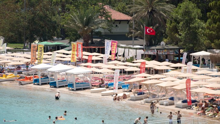 Туриста из России нашли повешенным на курорте в Турции