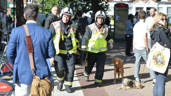 Полиция Лондона пытается обезвредить вторую бомбу в метро