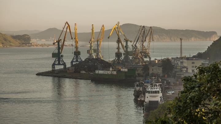 Путин утвердил переход на рублевые расчеты в российских портах