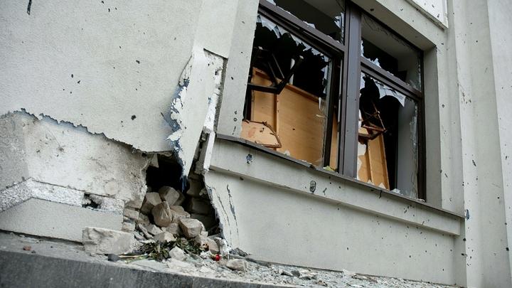 При взрыве в центре Луганска поврежден памятник десантникам