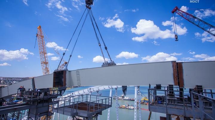 Автомобильная арка Керченского моста прошла первые 50 метров