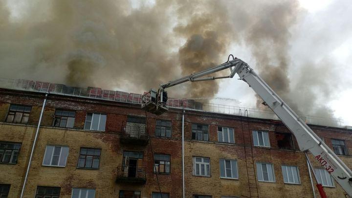 В Коврове горит многоэтажный дом, площадь пожара 1500 квадратных метров, эвакуировано 29 человек