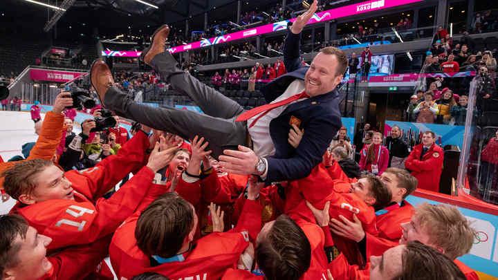 Триумф юниоров в Лозанне: Сборная России по хоккею завоевала золото, обыграв США