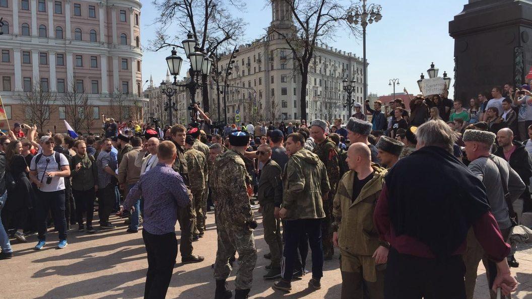 Сторонники Навального в столице России провоцируют полицейских