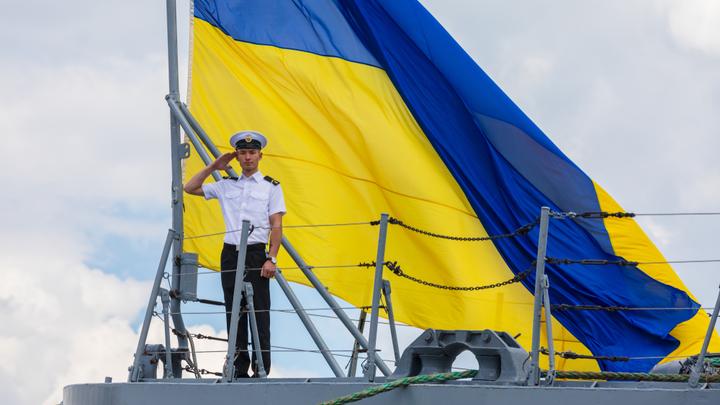 Украина боится забирать брошенные в Крыму корабли